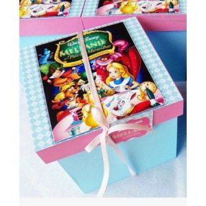 Caixa Biscoito Alice no Pais das Maravilhas