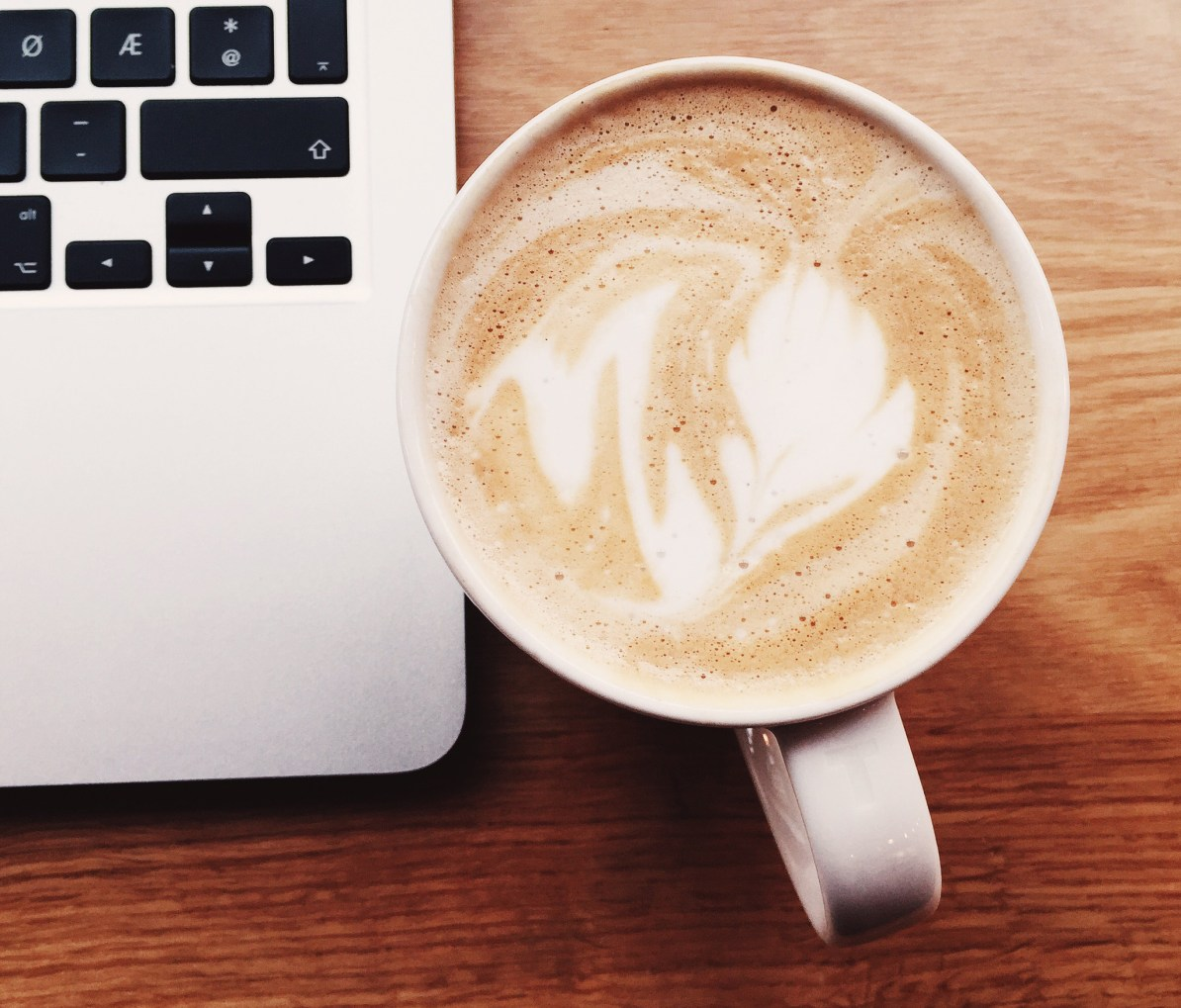 Kafékontor: MacBook og Caffé Latte!