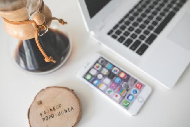 Kaffe og MacBook - Carina Behrens, carinabehrens.com