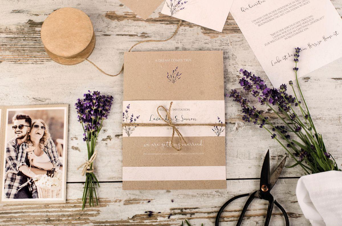 Vintage Hochzeitspapeterie mit Lavendel und Kraftpapier
