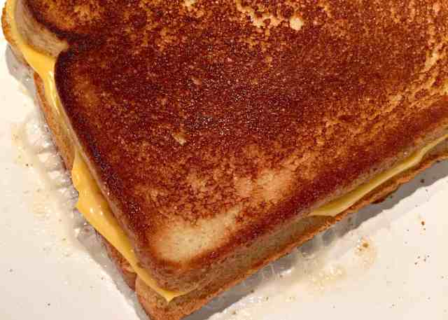 butter-or-mayonnaise-grilled-cheese-3