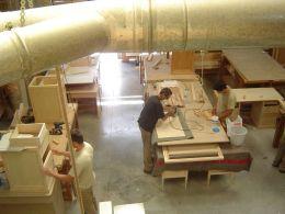 Alumnos haciendo prácticas de carpintería.Málaga