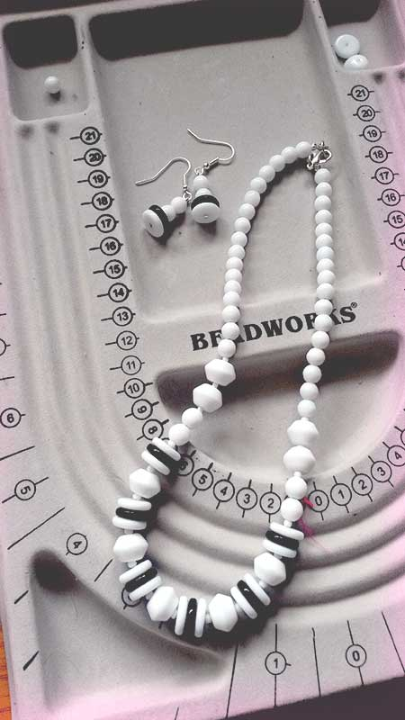 black-white-necklace