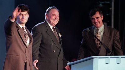 Le 12 juin 1995, dans un cadre digne d'un grand traité international, les trois chefs célèbrent la naissance de la coalition souverainiste. Cette coalition tiendra jusqu'au soir du référendum.