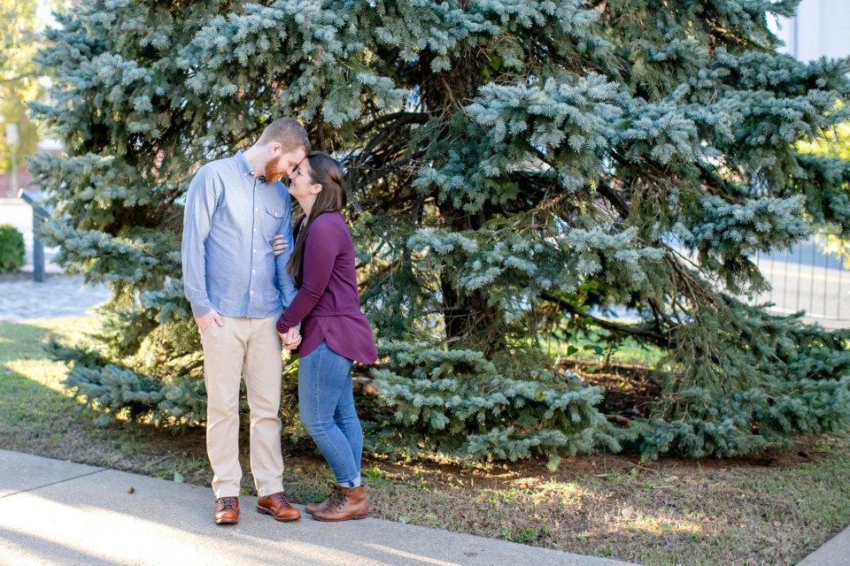 17downtown-fredericksburg-virginia-engagement-session-sarah-and-russell-1029