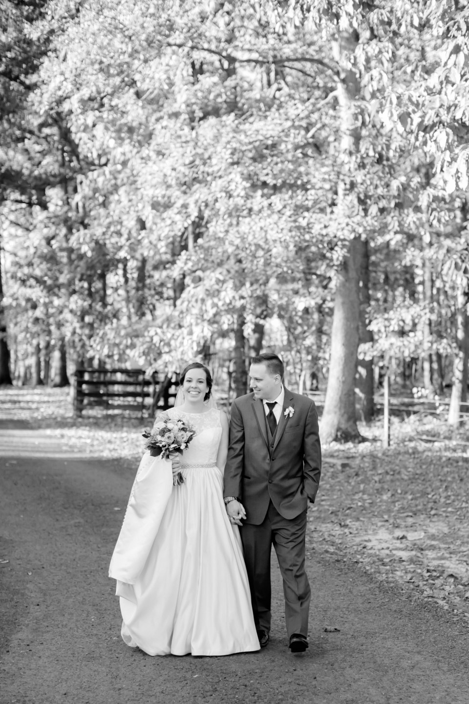 25a-oak-creek-farm-wedding-virginia-photographer-brittany-josh-1111