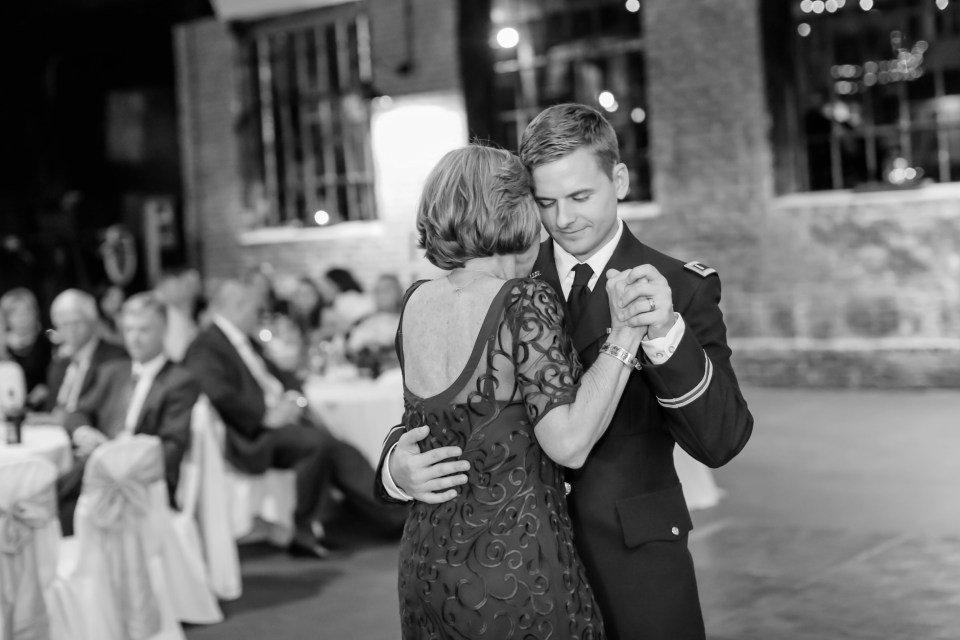 27a-inn-at-the-olde-silk-mill-wedding-fall-ashlee-stephen-carley-rehberg-photography-1188