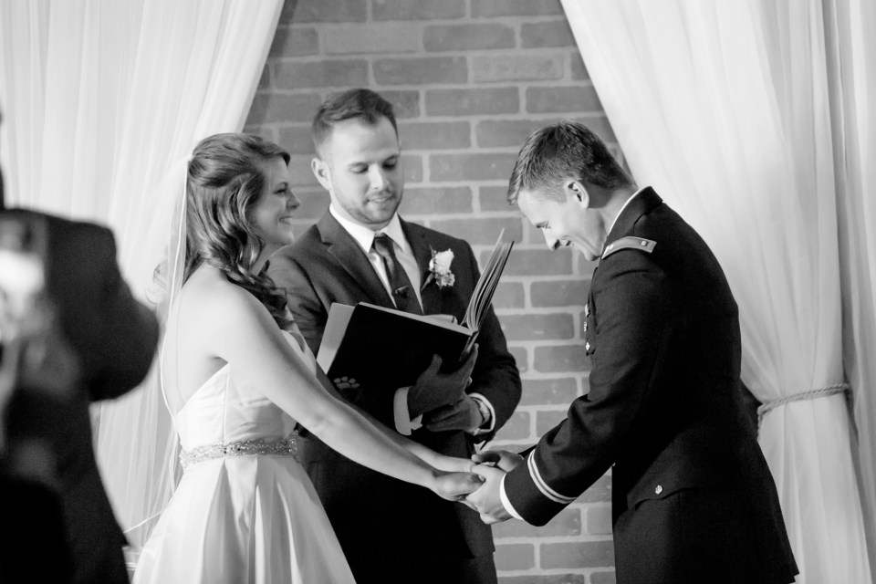 14-a-inn-at-the-olde-silk-mill-wedding-fall-ashlee-stephen-carley-rehberg-photography-1100