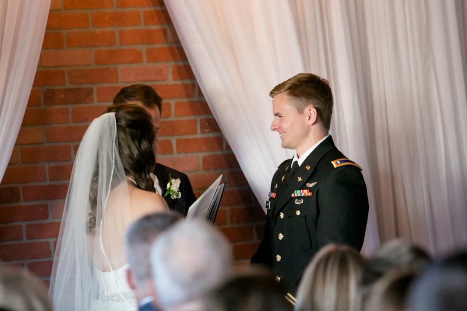 8-a-inn-at-the-olde-silk-mill-wedding-fall-ashlee-stephen-carley-rehberg-photography-1103