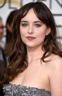 golden-globes-2015-best-beauty-dakota-johnson-w540