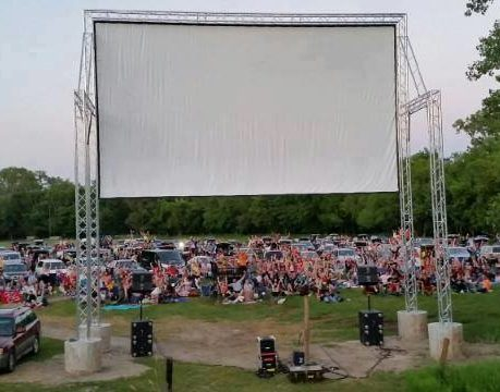 Outdoor screen with cars lined up