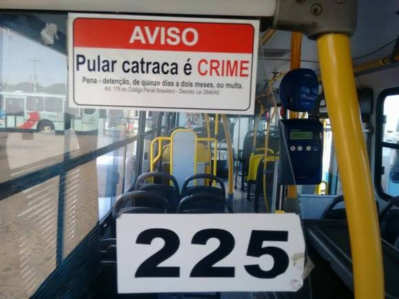 pular catraca de ônibus é crime