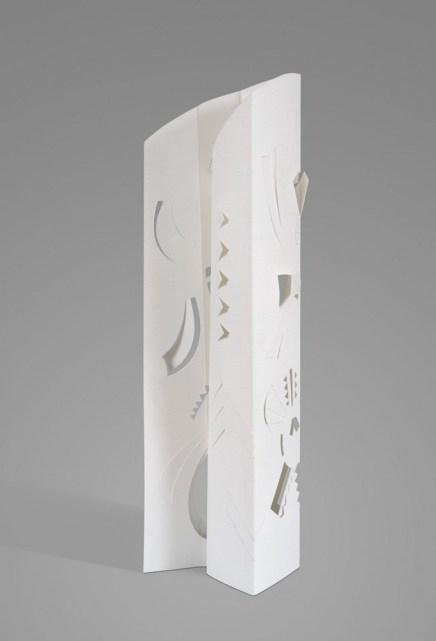 Escultura en papel No 7 33,5 cm x cm 10,5 x 6 cm