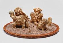 Familia Tipo - lateral 2 -Ceramica madera y ceniza volcanica 45 x 102 x 89 cm
