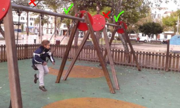 Columpios de la explanada de Mahón…trampas infantiles.