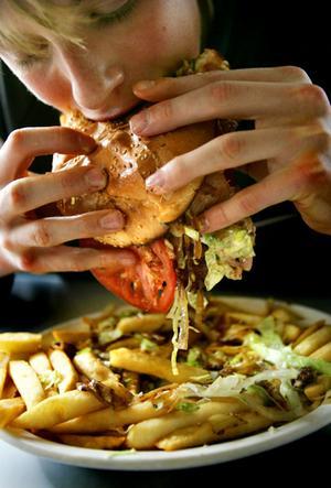 Salud Trastornos de la Conducta Alimentaria  C a r l o s