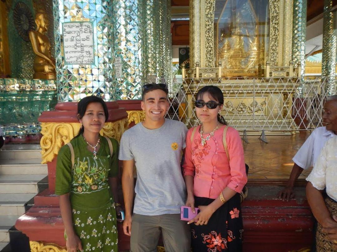 Mujeres acosándome - Swedagon Pagoda, Yangón