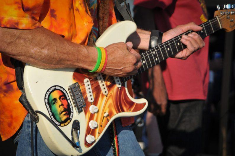 Carlos_Jones_Guitar_CloseUp
