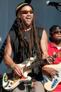 Carlos_Jones_Guitar_Live(4)