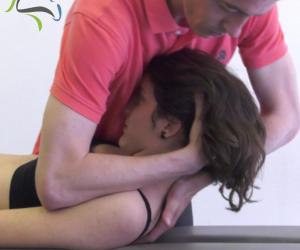 flexión pasiva del cuello