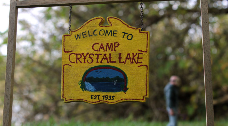 camp-crystal-lake-sign-friday-the-13th-jason-voorhees-800x445