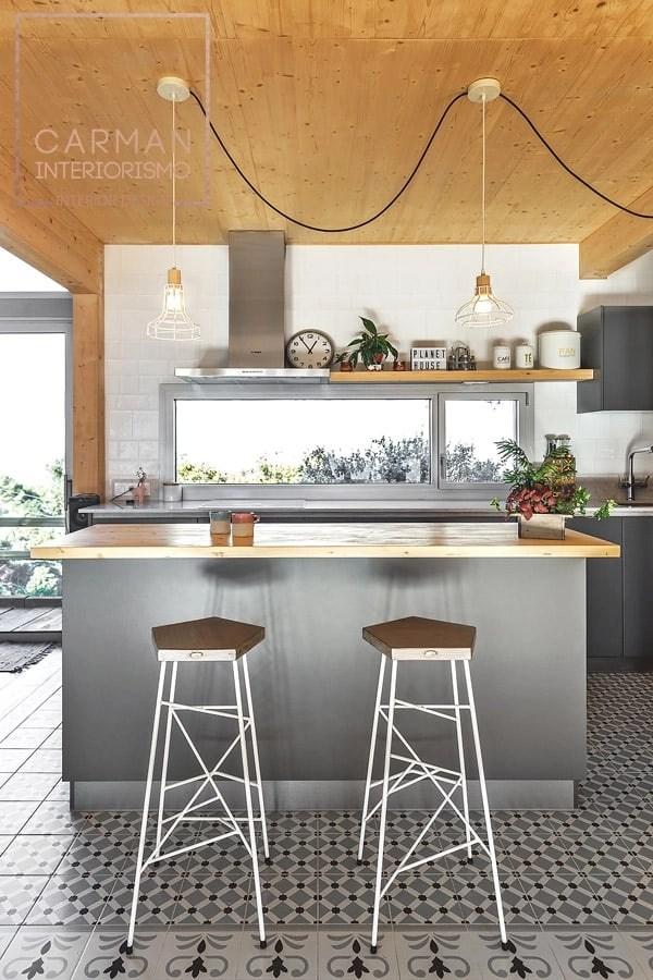 Diseño de cocina en casa de madera