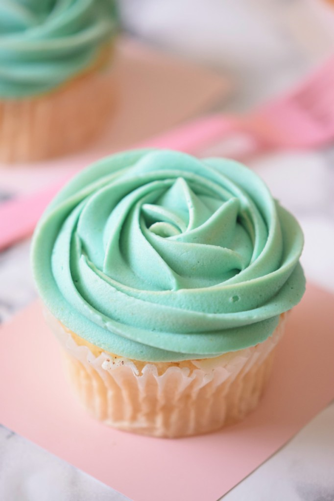 One Bowl Teal Cupcakes (Mermaid Cupcakes) - Carmela POP