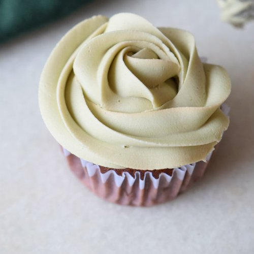 Thin Mint Cupcakes + Mint Frosting | carmelapop.com