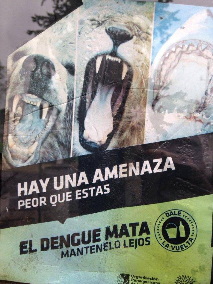 Afiche sobre el cual colocaron fotos del Intendente Moreira y Padre Pedro Wolcan