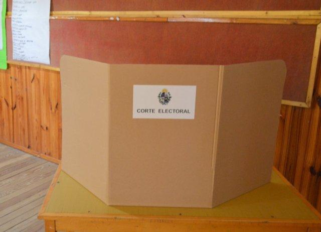 Mesa móvil de la Oficina Electoral llega a Ombúes de Lavalle este ... - Carmelo Portal