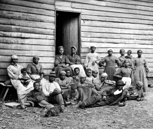 In even this famed photo of some of the slaves who built the White House, you can witness the range of headwrap styles.