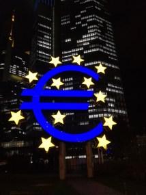Eurozeichen im Finanzviertel