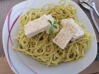 Avocado-Schafkäse-Nudeln