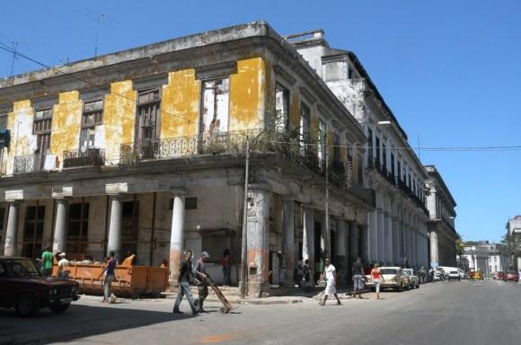 Buildings in Havana (photo credit: www.asithappens.me)