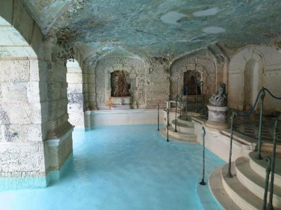 miami in one day - Vizcaya indoor/outdoor pool, Miami, Florida