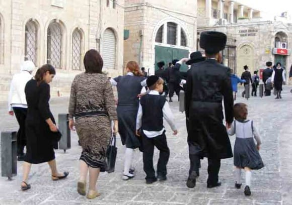 mea-shearim neighborhood jerusalem, photo credit  (Flickr Erik Stewart)