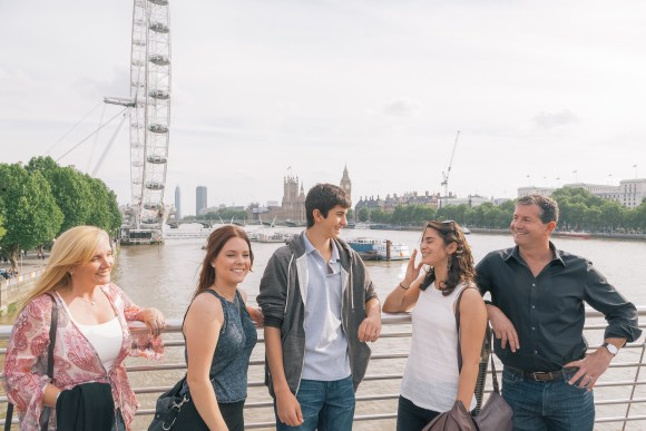 Family fun photo in London (photo by Flytographer)