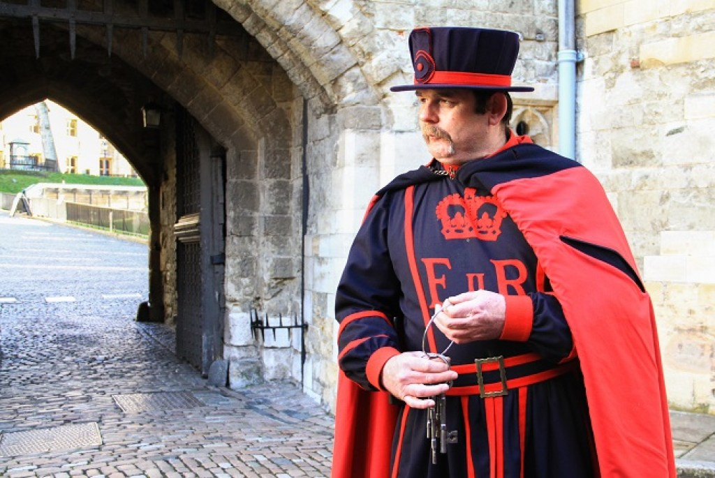 Chief Yeoman Warder dressed in red, carrying in one hand the Queen's Keys in the Opening Ceremony of the Keys