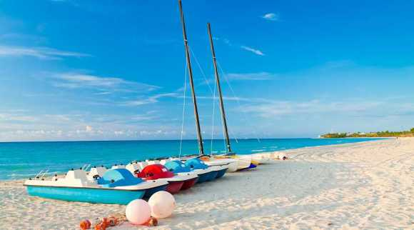 Rent paddle boats on the white sands of Varadero (photo credit: Kamira)