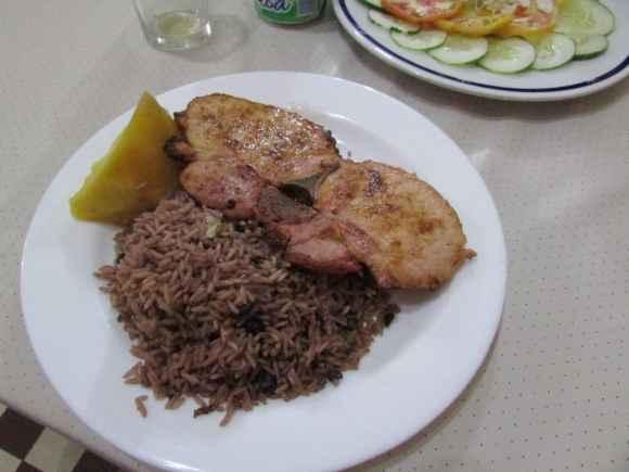 Dinner plate of chicken at 1900's Restaurant in Placetas Cuba