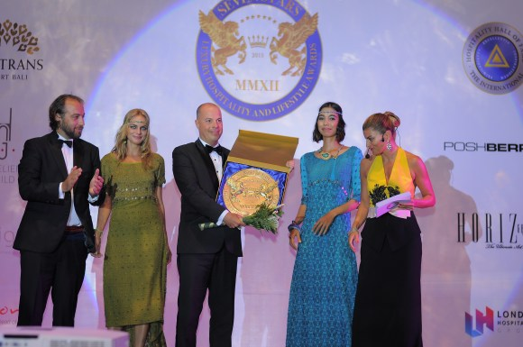 Prince Massimiliano della Torre e Tasso,Andreas Bestler-CEO Poshberry, Ms Ece Vahapoglu Mr Alexander Jovanovic-GM Trans Resort Bali (Image courtesy of Seven Stars Luxury Hospitality and Lifestyle Awards)