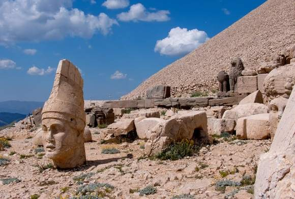 Nemrut photo by Adam Gor under Creative Commons License