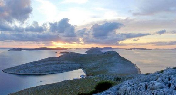 Opat Bay