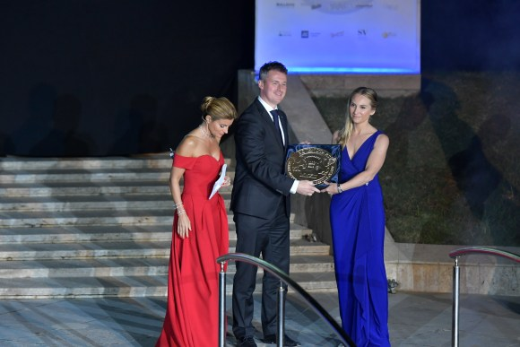 Mrs Nicola El-Mouelhy, CEO/Founder of Seven Stars Luxury Hospitality and Lifestyle Awards presenting the Seven Star Airline award to Rogier de Jager Regional Vice President - Europe Oman Air
