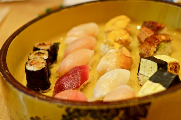 Sushi Plate at Sushi Yasuda New York City - Flickr: Shell Tu