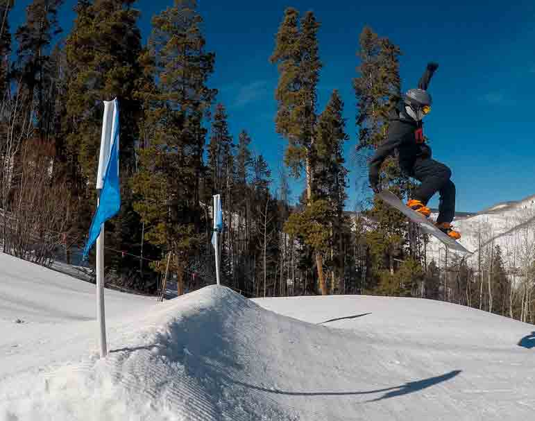 Snowboarding in Vail Mountain