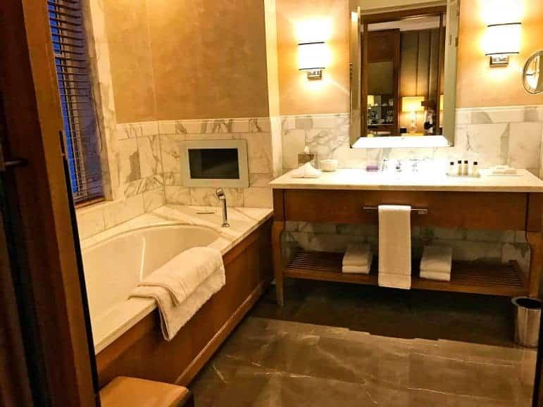Executive King Bathroom - Corinthia Hotel London