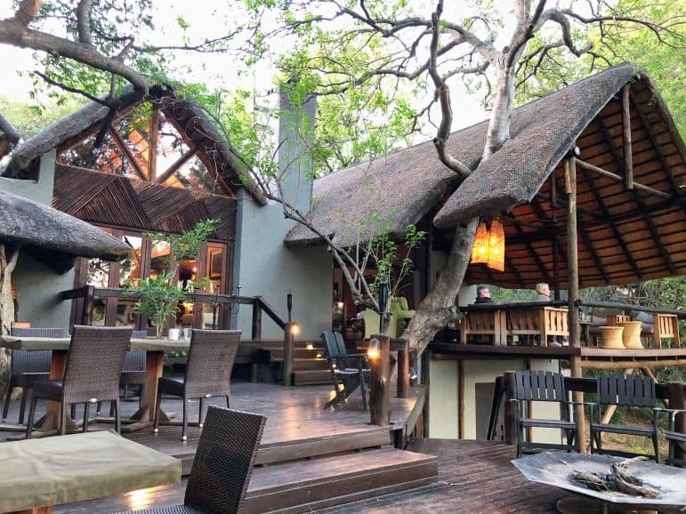 Pondoro Safari Game Lodge Dining Area