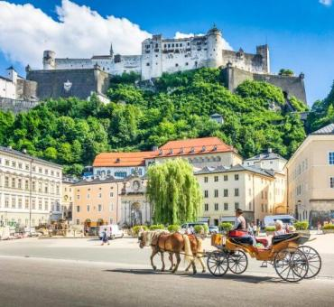 Salzburg Walking Tour with Traditional Food and Drink