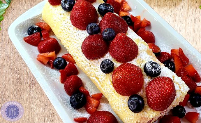 Recette gâteau roulé fraises-myrtilles